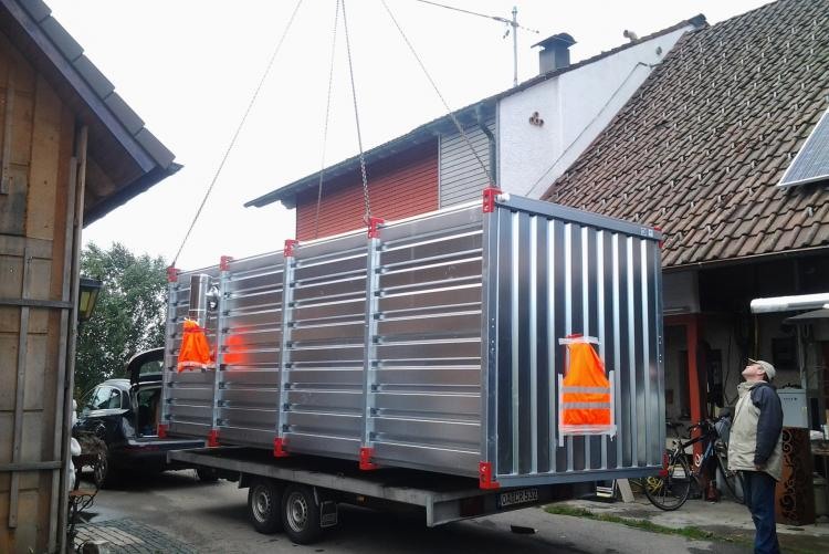 Anlieferung des Containers